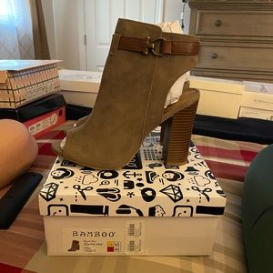 Open toe chunky heel booty